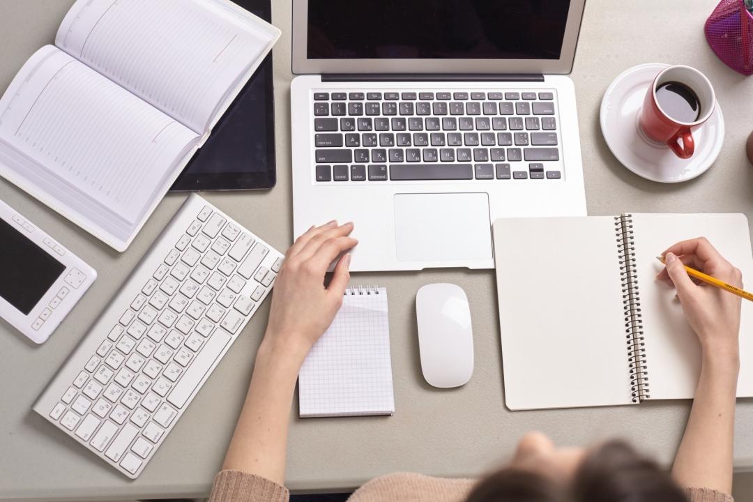 woman-study-desk-2