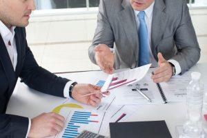 businessman-discussion-graph-data-2