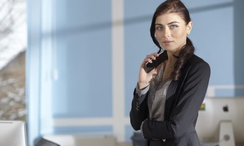 woman-get-smartphone-2